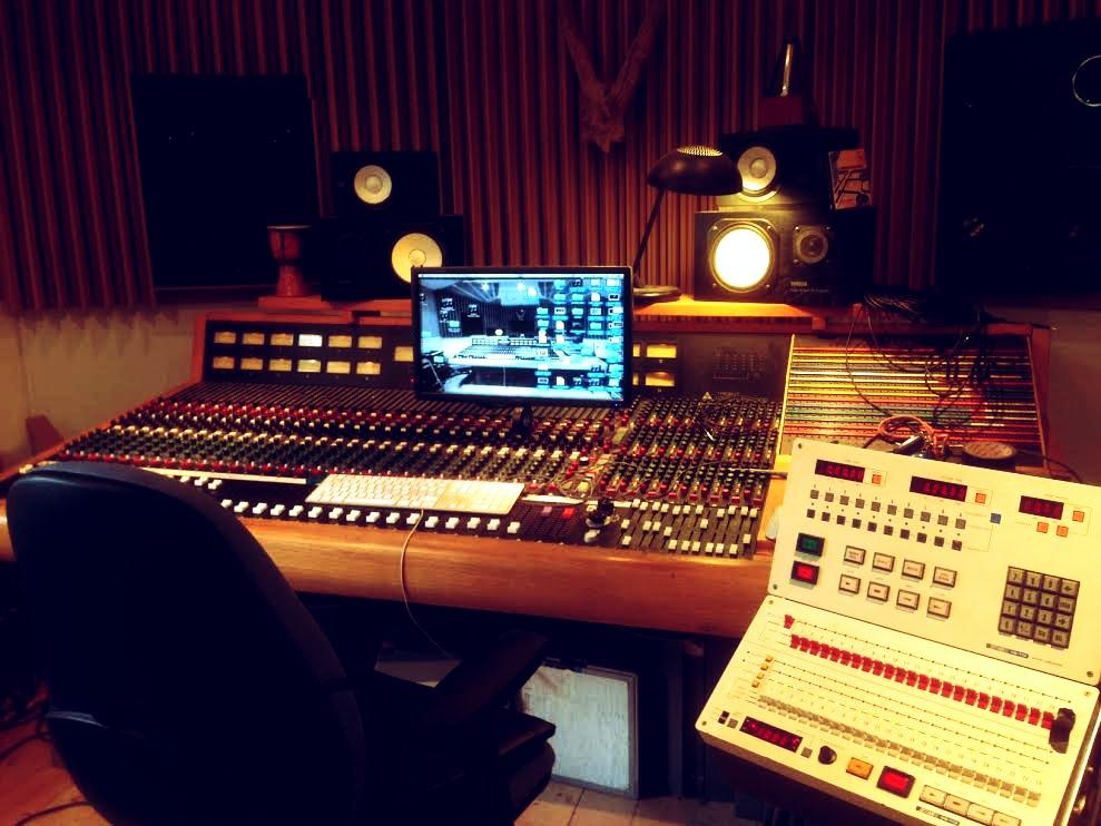 Trident 80b - Control room